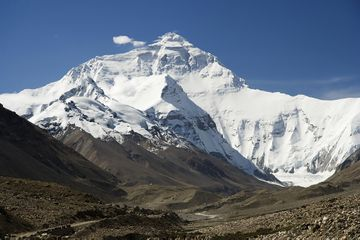 Everest North Face toward Base Camp Tibet Luca Galuzzi 2006 edit 1.jpg
